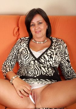 Женщина ищет мужчин для интим переписки